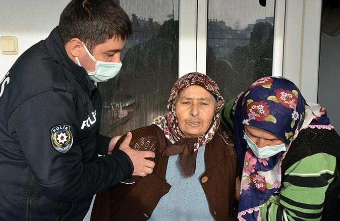 Antalya'da ev alev alev yandı, panik yapan kadın ekiplere zor anlar yaşattı