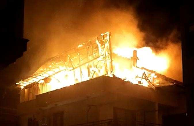İzmir'de yaşlı çiftin evi alev alev yandı!