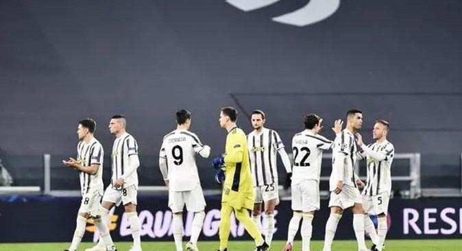 Juventuslu futbolcular partide basıldı!