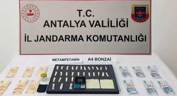 Antalya'da araçta suçüstü yakalandı! Gözaltına alındı
