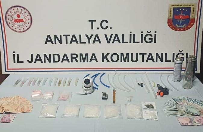 Antalya'da jandarmadan zehir tacirlerine operasyon! 3 kişi gözaltında