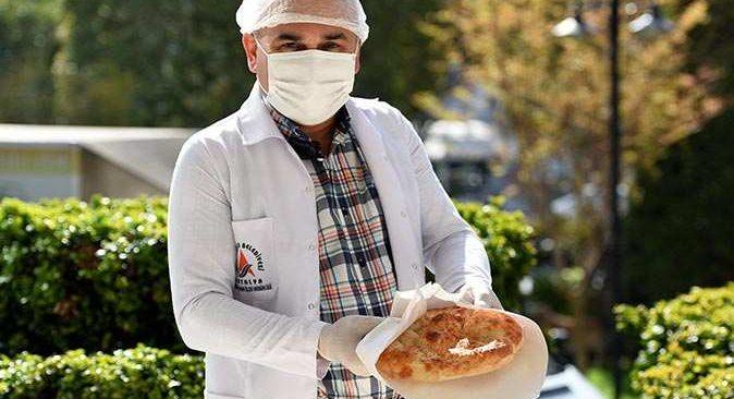 Muratpaşa Belediyesi'nden ihtiyaç sahiplerine ramazan pidesi