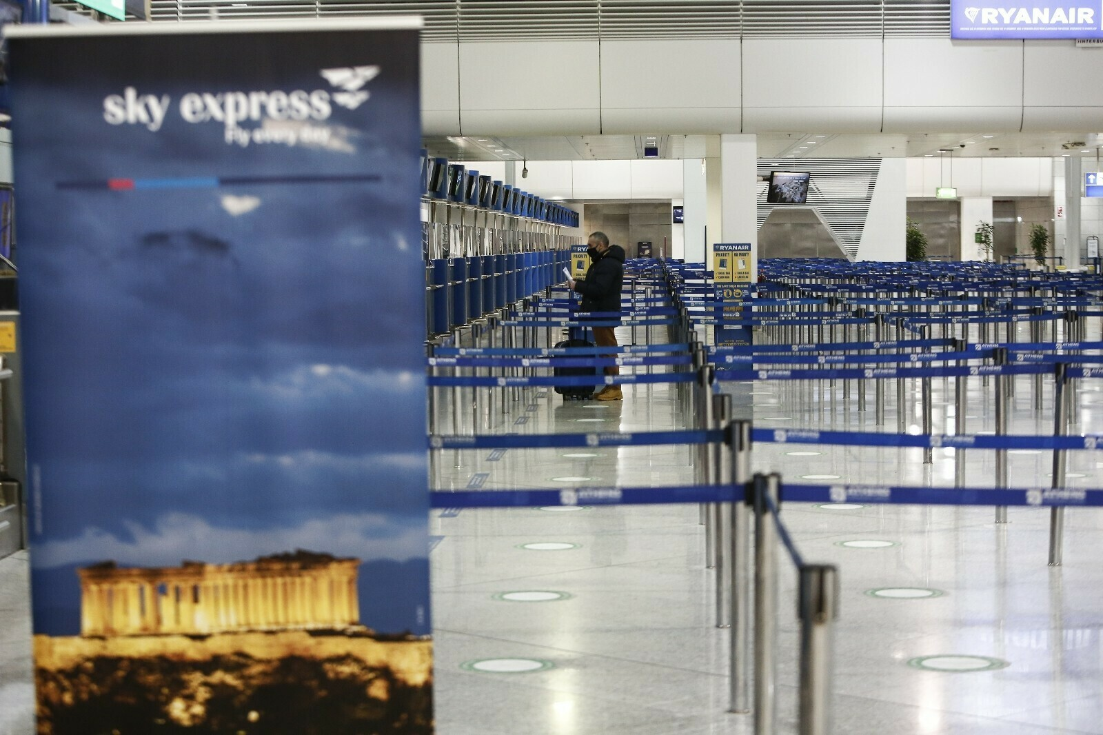 Komşu, uluslararası uçuşlardaki kısıtlamaları 19 Nisan'a kadar uzattı