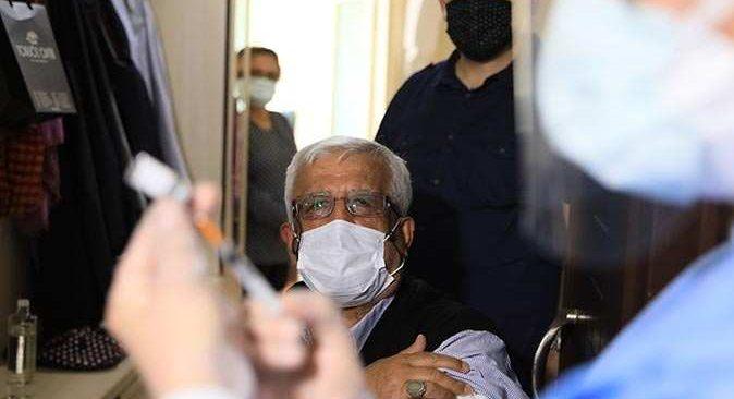 Antalya'da evine çatkapı gittikleri Şaban Ertekin'i aşı olmaya ikna ettiler