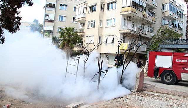 Antalya Emniyet Müdürlüğü karşısındaki yangın polisi alarma geçirdi