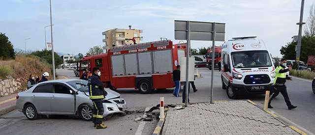 Antalya'da kontrolden çıkan otomobil korkuttu