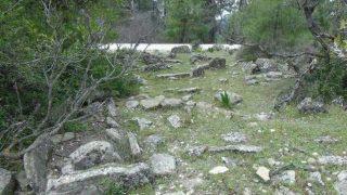 Antalya'da hem tarihe hem de mezarlara saygı kalmadı! Tahrip edildi...