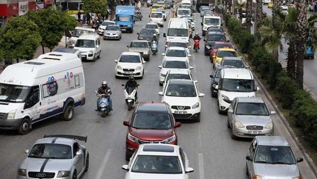 Kısıtlamaya saatler kala Antalya'da trafik kilitlendi