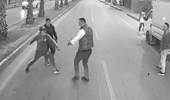 Antalya'da darbedilen kadını kurtardı diye tehdit edildi! O şahıslar tutuklandı