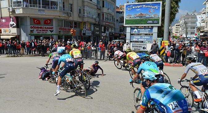 Cumhurbaşkanlığı Türkiye Bisiklet Turu'nda korkutan kaza