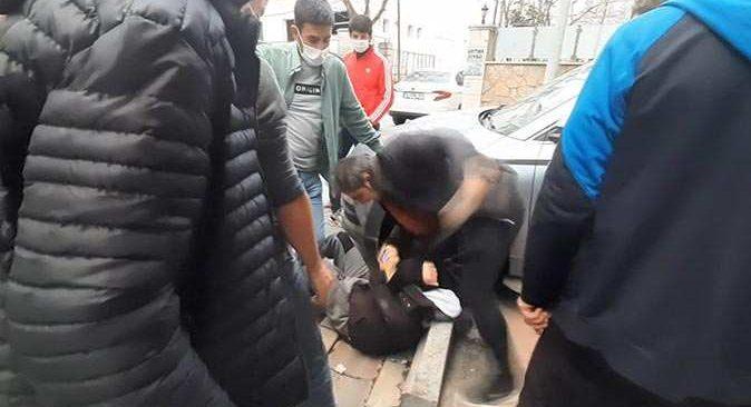 İstanbul'da tacizciyi sokak ortasında tekme tokat dövdüler