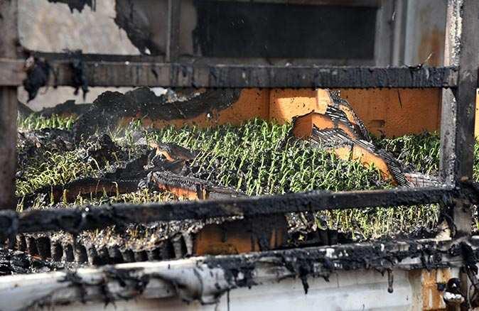 Alev alev yanan kamyonet kullanılamaz hale geldi