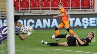 Galatasaray Göztepe karşısında Kerem ile güldü