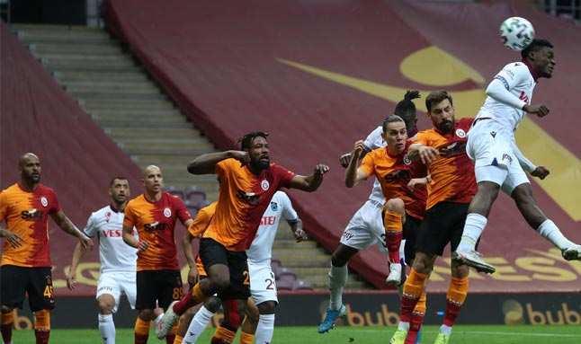 Galatasaray, Trabzon karşısında 1 puanı zor kurtardı