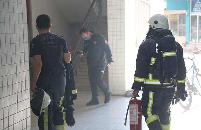 İş merkezinde çıkan yangın paniğe neden oldu