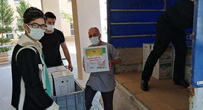 Kemer Belediyesi sağlık çalışanlarına Ramazan paketi dağıttı