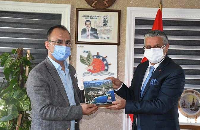 İsmail Arık'tan Başkanı Necati Topaloğlu'na nezaket ziyareti
