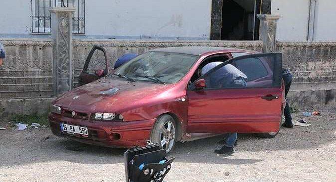 Kepez'de otomobile güpegündüz kurşun yağdırdılar