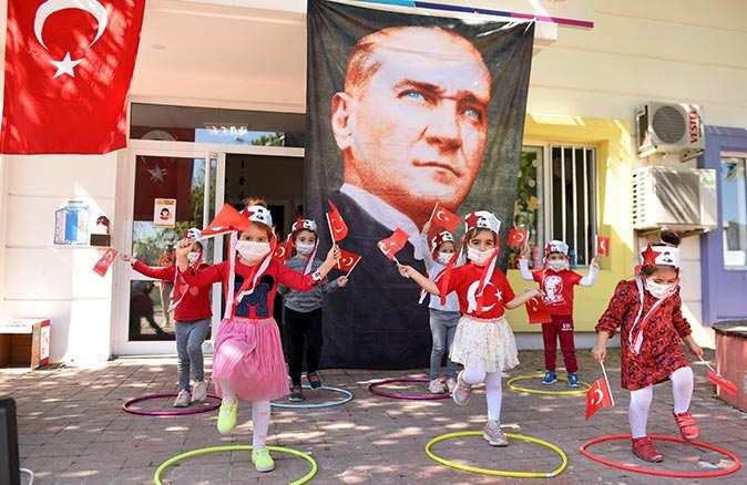 Sağlıkçıların çocukları 23 Nisan'ı kutladı