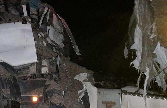 Afyonkarahisar'da TIR ile beton mikseri kafa kafaya çarpıştı