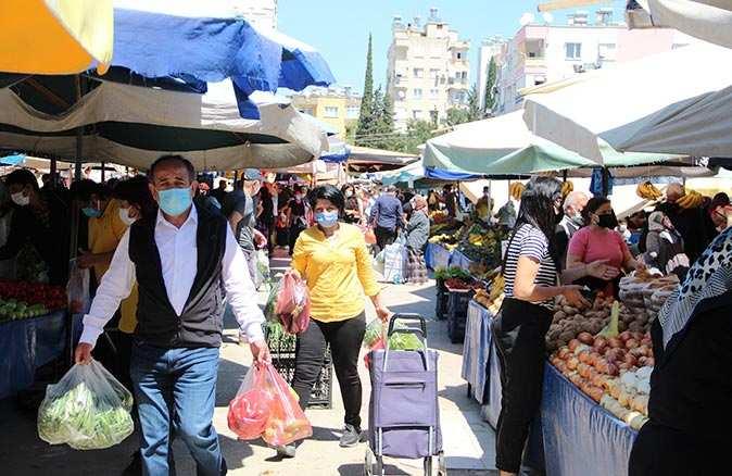 Antalya'da kısıtlama öncesi pazarlar doldu taştı