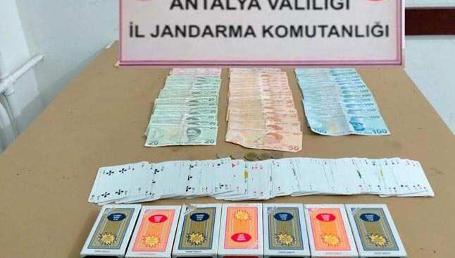 Antalya'da çatı katı kumar partisi pahalıya patladı