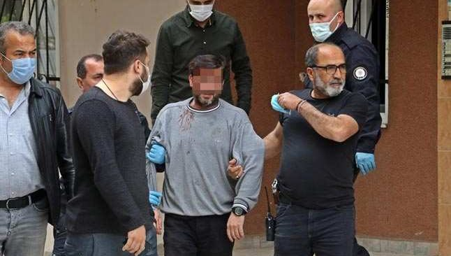 Antalya'da bunalıma giren adam, kendisine zarar verdi