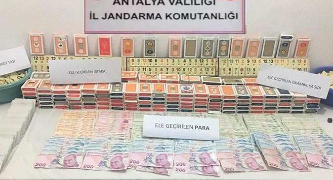 Antalya'da kumar baskını! 76 bin 880 TL ceza kesildi