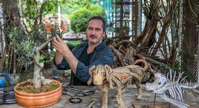 Antalya'da Adnan Ceylan doğadan topladığı parçaları sanata dönüştürüyor