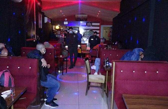 İzmir'de eğlence mekanına baskın! Ceza yağdı