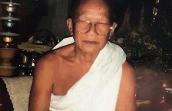 Budist keşiş Thammakorn Wangpreecha giyotinle intihar etti!