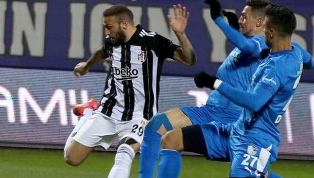 Son dakika! Beşiktaş'ta Cenk Tosun sakatlandı, sedyeyle kenara alındı