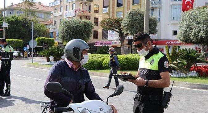 Alanya'da sokağa çıkma kısıtlamasını ihlal edenlere ceza yağdı