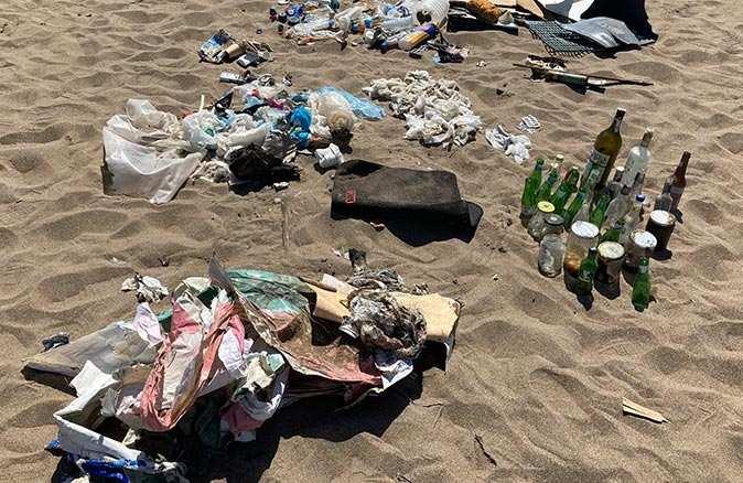 Antalya sahillerinde çirkin görüntü! Islak mendil kirliliği dikkat çekti