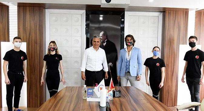 Şampiyon dansçılardan Başkan Ümit Uysal'a ziyaret