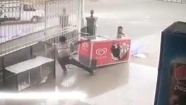 Antalya'da aşırı fırtınanın gazabından dondurma dolabı da kurtulamadı