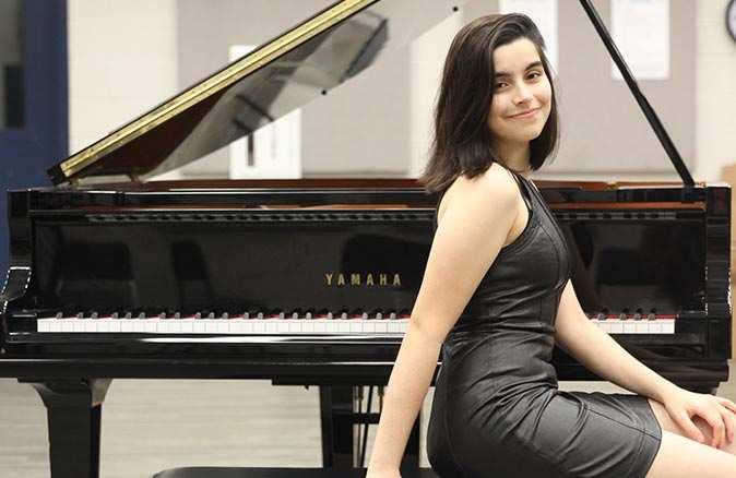Antalyalı piyanist Elif Işıl Karakaş Türkiye'nin gururu oldu