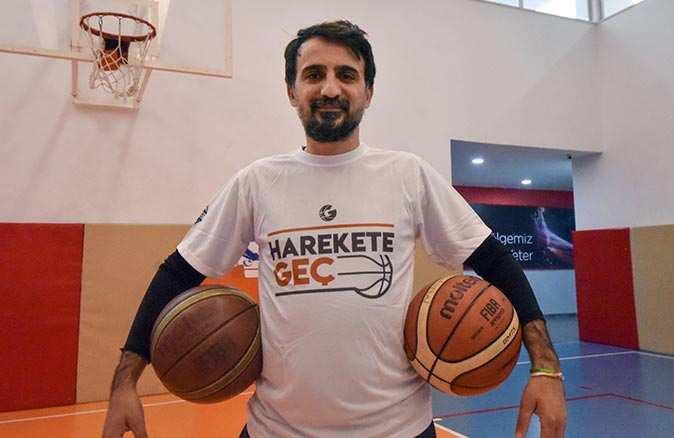 Basketbol antrenörü Emre Mahmut Şimşek çocukluk hayalini gerçekleştiriyor