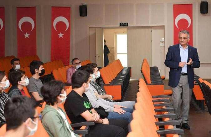 Vali Ersin Yazıcı'dan gençlere meslek tavsiyesi