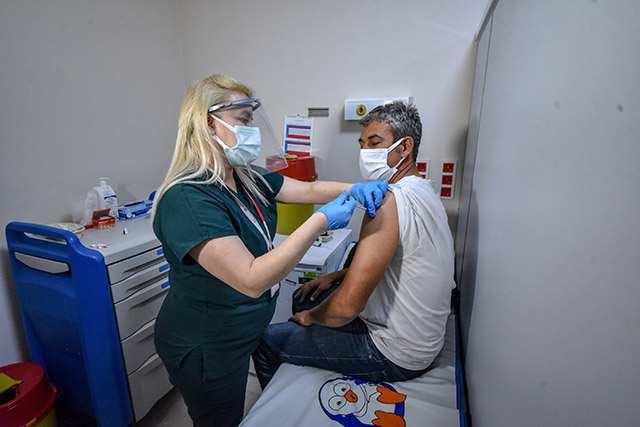 Antalya'da iftarını yapan aşı olmaya gitti