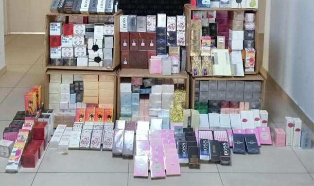 Antalya'da 893 adet kaçak parfüm ele geçirildi