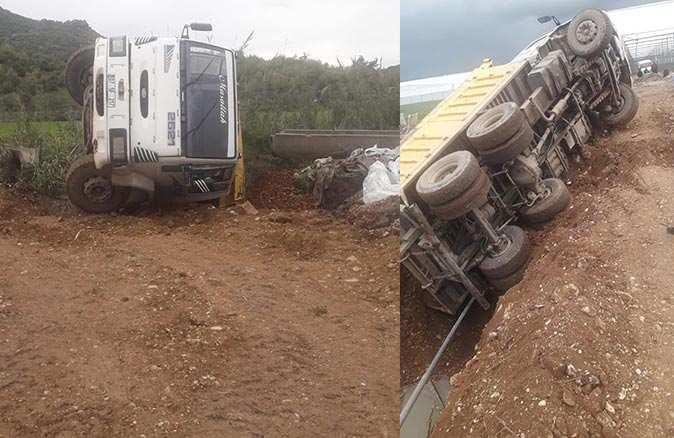Kontrolden çıkan kamyon köprüden aşağı devrildi