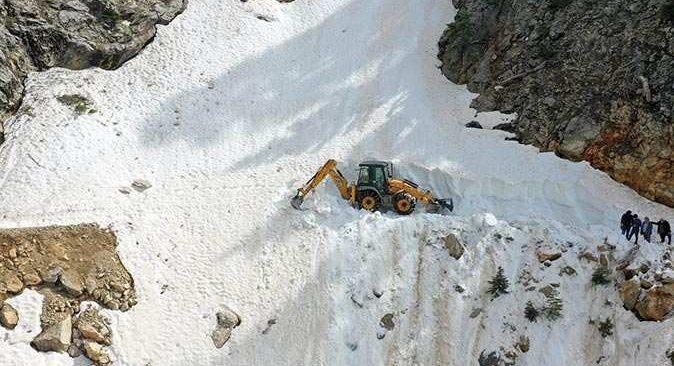 Antalya'da kar yolu kapattı! Ekipler müdahale etti