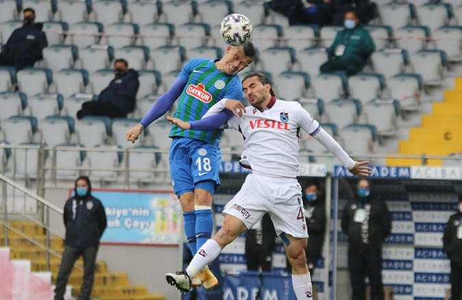 Son dakika... Çaykur Rizespor Trabzonspor mücadelesinde gol sesi çıkmadı
