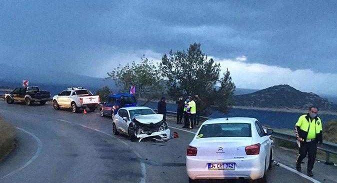 Virajı alamayan araç kaza yaptı! 4 yaralı var