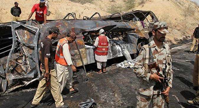 Pakistan'da katliam gibi kaza: 10 ölü, 35 yaralı