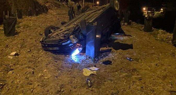 Alanya'da otomobil yol kenarındaki bahçeye uçtu! Sürücü yaralandı