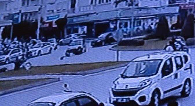 Antalya'da feci kaza! Motosikletli ölümden döndü