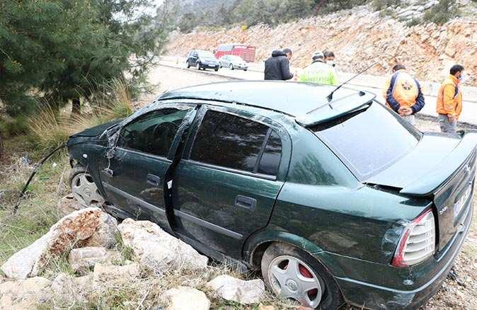 Antalya'da otomobil takla attı! Sürücü yaralandı