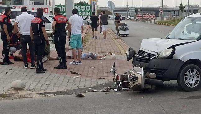 Konyaaltı'nda otomobil motosikletle çarpıştı! Yaralılar var